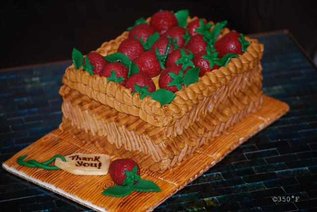 Say Thank you with this buttercream basket cake filled with strawberries sculpted out of chocolate