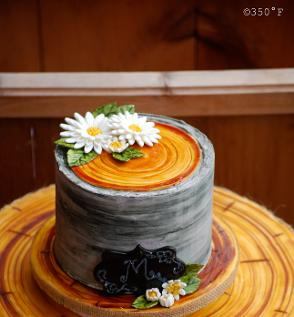 A birch bark birthday cake with lovely daisies