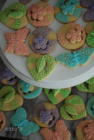 3D lace cookies with flowers and butterflies
