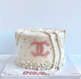 a chanel cake with pearls