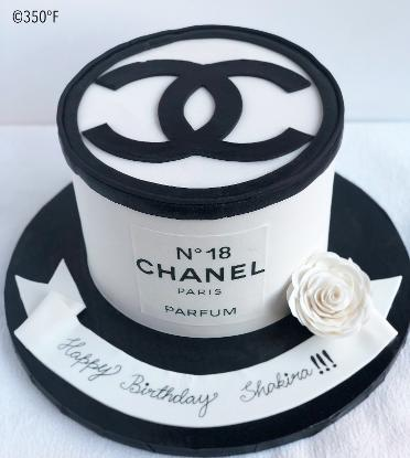 Chanel cake in black and white